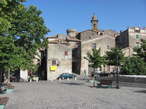 het plein in Brassiano