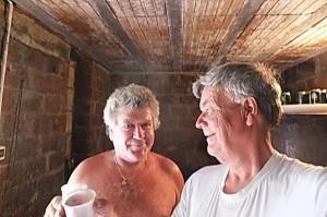 In de wijn kelder proeven we de wijn van Adriano.