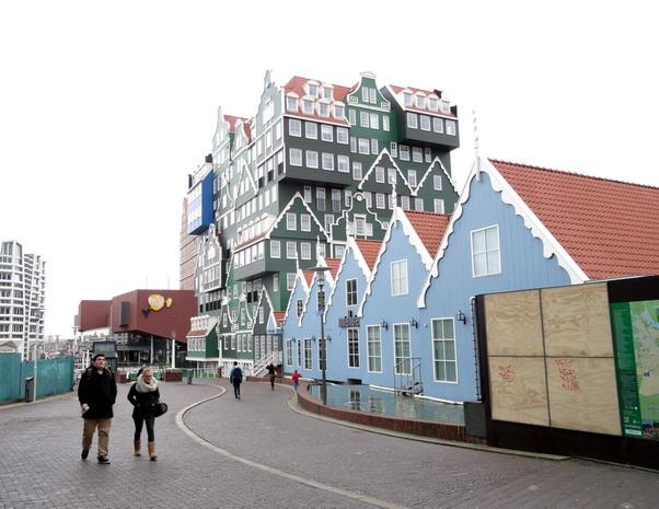 het centrum van Zaandam; heel herkenbaar Zaans.