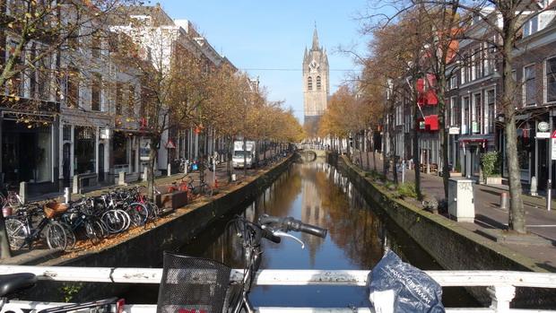 De scheve toren van de kerk in Delft