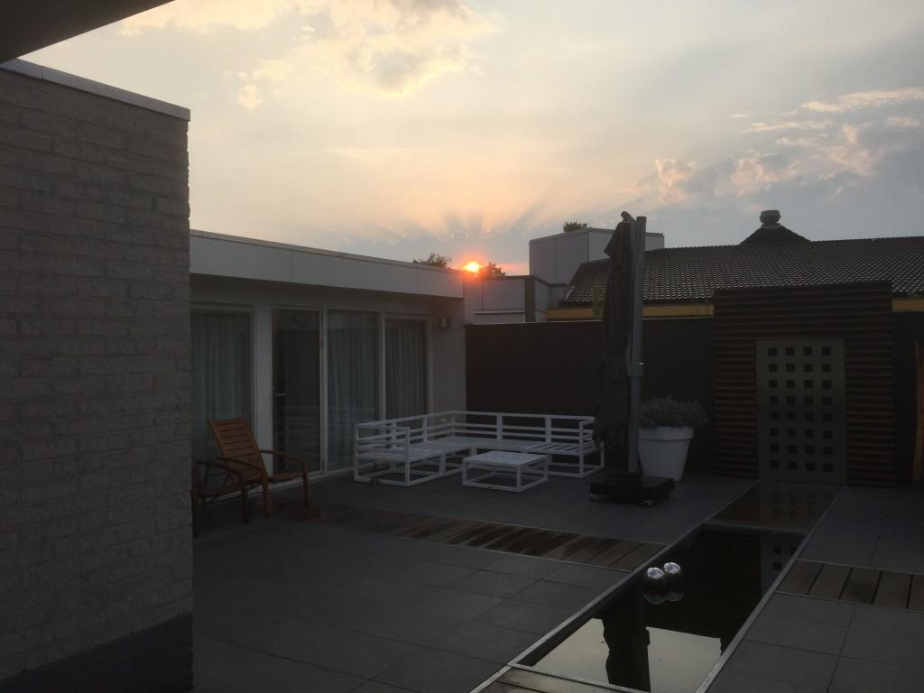 de zon komt net op.