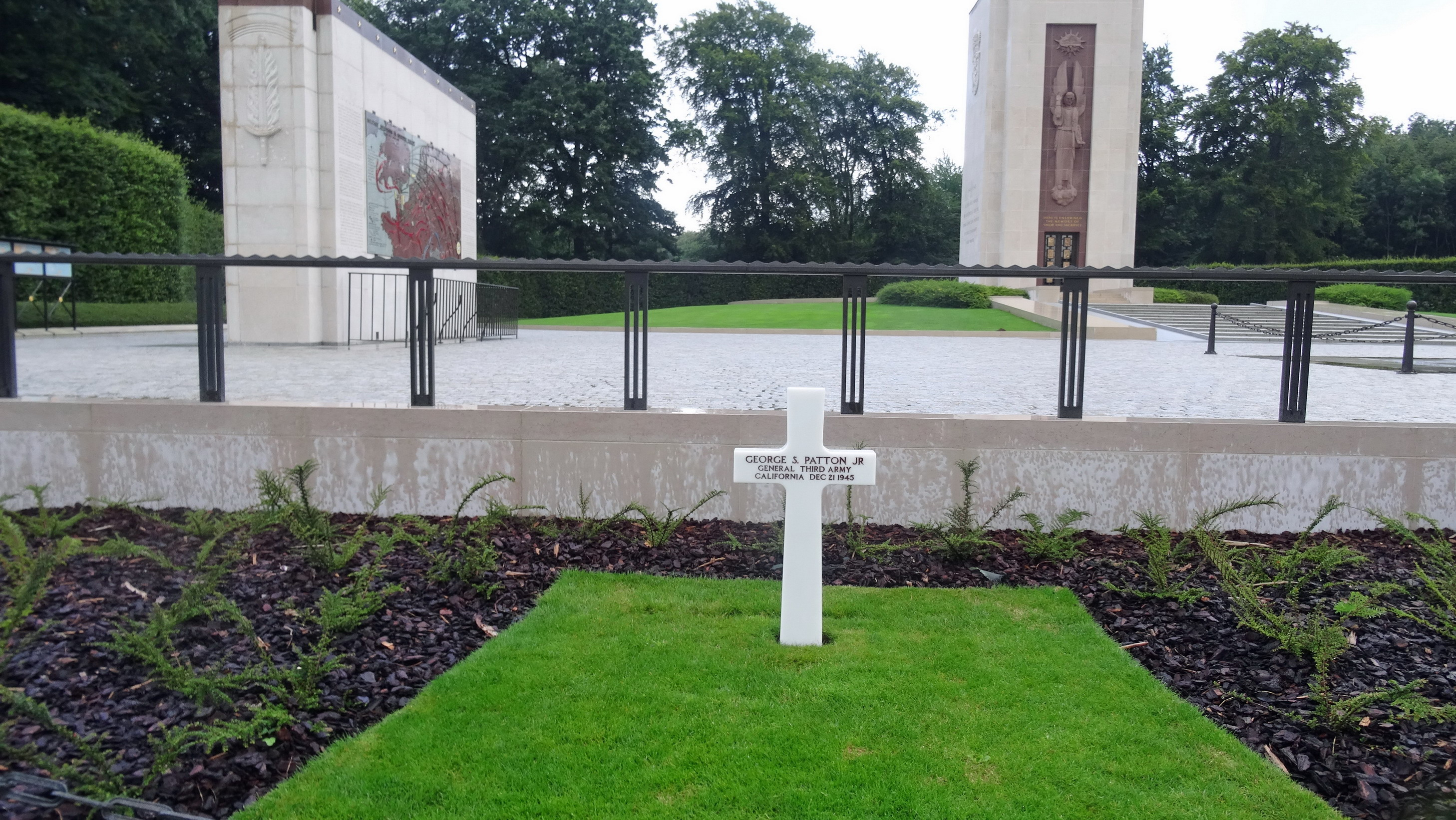 Het graf van generaal Paton.