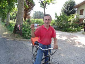 Hij is blij met een euro met de afbeelding van Willem Alexander